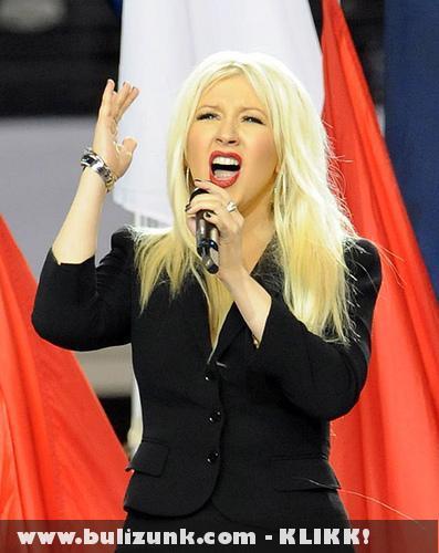 Christina Aguilera Himnusz elfelejtés közben