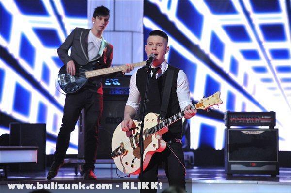 Az Anti Fitness Club együttes énekli Lesz, ami lesz címû számát az 57. Eurovíziós Dalfesztivál hazai második elõdöntõjén