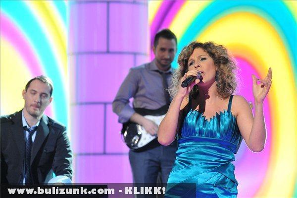 Fábián Juli & Zoohacker együttes énekli Like a Child címû számát az 57. Eurovíziós Dalfesztivál hazai második elõdöntõjén
