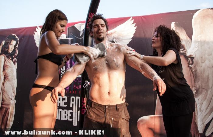 Tokaji Viktor zuhanyzik az EFOTT-on