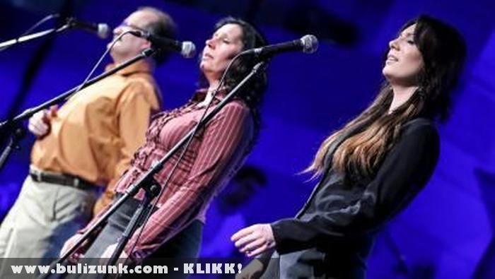 Egy színpadon Rúzsa Magdi és a Csík zenekar