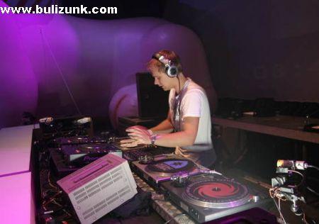 Armin Van Buren, a világ legsikeresebb DJ-je munka közben