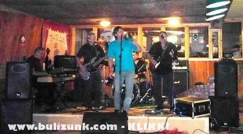Have-Rock Band az M + M  Caféban