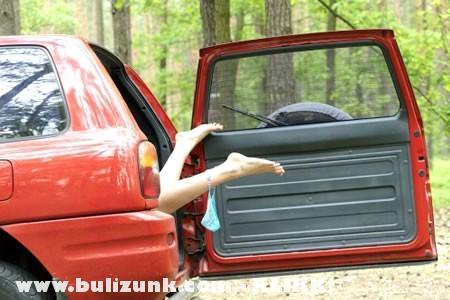 Mi folyik az autóban?