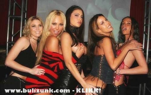 Szexi lányok egy buliban