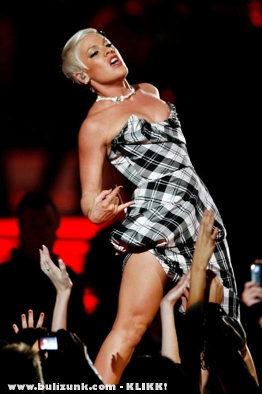 Pink így nyomja a koncerteken