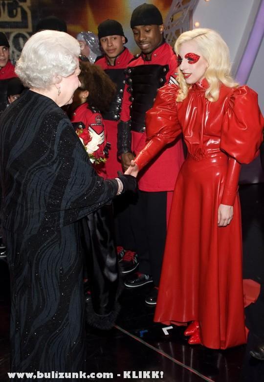 Lady Gaga találkozott a királynõvel