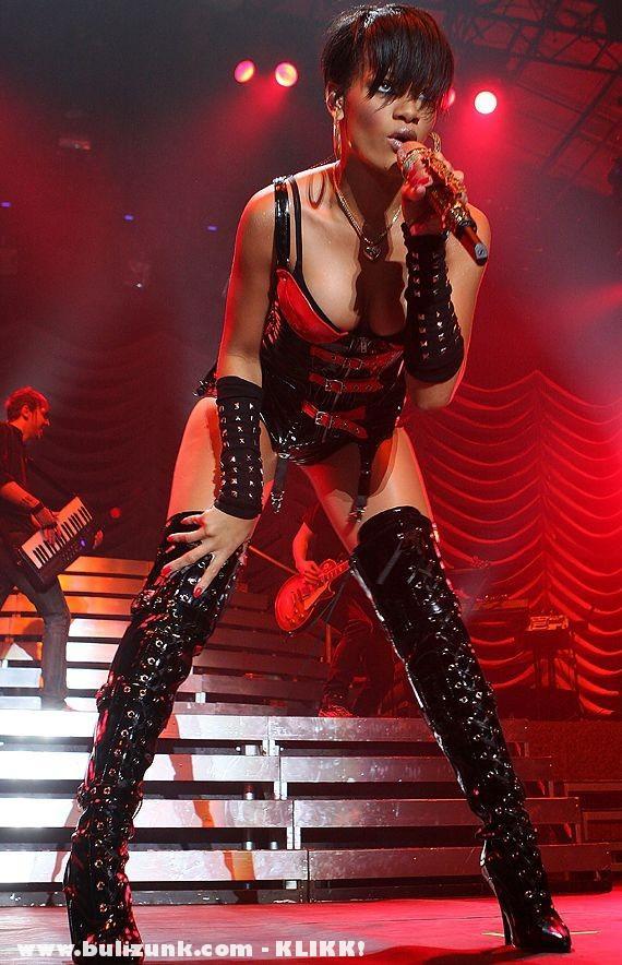 Rihanna - The show girl!